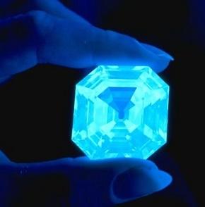 鑽石的熒光反應